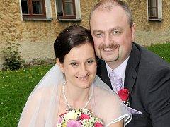 NA SPOLEČNOU cestu životem se v sobotu 13. září vydali Jana Zajíčková a Martin Hubáček. Svatební obřad se konal v poledne na Zámečku v Příbrami.