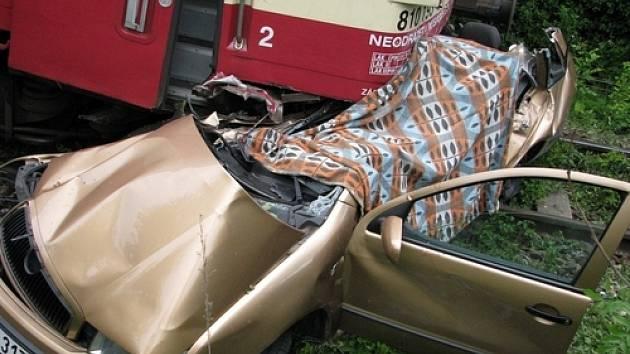 Při tragické nehodě u Tochovic zemřel jedenáctiletý chlapec i jeho o sedm let starší sestra.