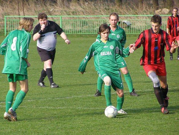 Velikonoční zápasy v okresních fotbalových soutěžích provázelo většinou slunečné počasí.