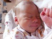 JIŘÍ PAUL se narodil 29. června o váze 3,47 kg a míře 50 cm rodičům Zuzaně a Markovi ze Staré Huti. Z brášky se těší tříletá Elinka.