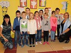 Deset žáků z 1.B Základní školy Milín pod vedením paní učitelky Vítkové a paní asistentky Dudáčkové.