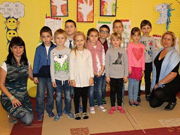 Deset žáků z1.B Základní školy Milín pod vedením paní učitelky Vítkové a paní asistentky Dudáčkové.