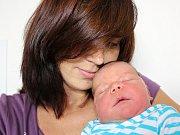 MATĚJ PILOUS se narodil v pátek 11. srpna jako první potomek mamince Lucii a tatínkovi Janovi z Milína. V ten den vážil 4,09 kg a měřil 51 cm.