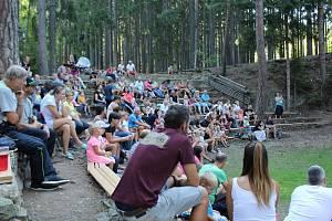 Z lesního divadla Skalka v Podlesí u Příbrami.