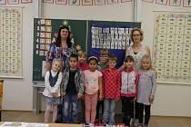 Prvňáčci ze Hvoždan ve školním roce 2019/2020.