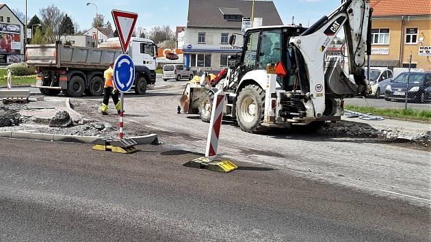 Rekonstrukce kruhového objezdu u Dolejší Obory v Příbrami.