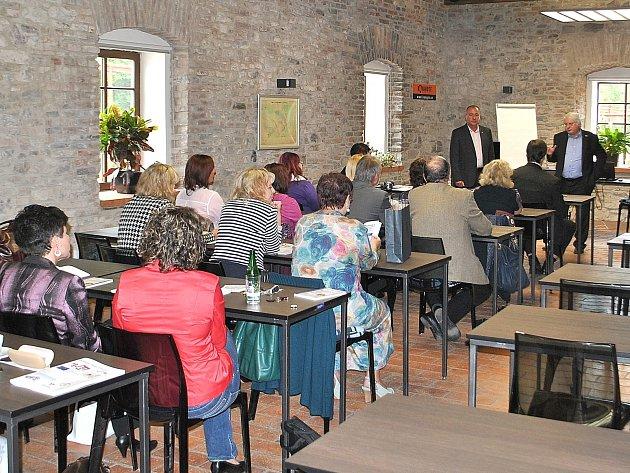 Ve školícím centru společnosti Kovohutě Příbram uskutečnila závěrečná konference projektu Comenius Regio.