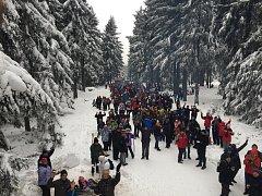 Na vrchol vyšlo přes 1700 nadšenců.