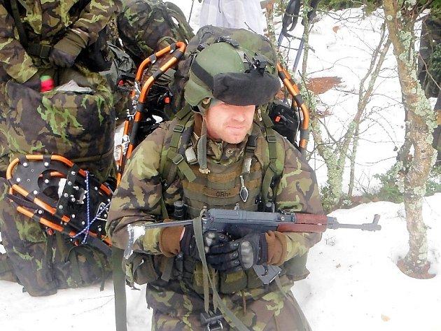 Průzkumníci ze 132. dělostřeleckého oddílu v brdských horách absolvovali výcvik v přežití.
