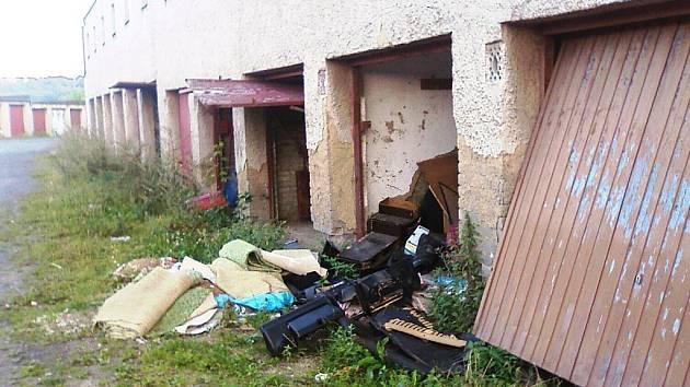 Vykradené garáže na Lilce v Příbrami.