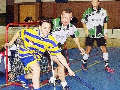 Na dubenské palubovce se hrál turnaj 3. ligy florbalistů. Příbramskému týmu se nedařilo.