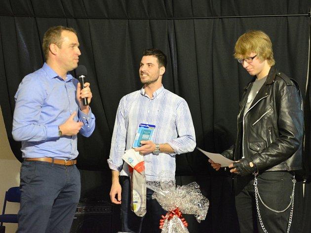 Josef Kocík (vpravo), student Gymnázia Příbram, se stal Němčinářem roku.