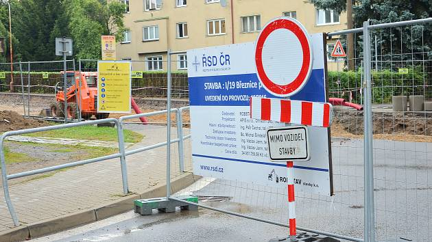 Oprava hlavního tahu v Březnici koncem srpna 2016.