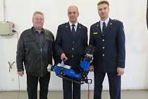 Profesionální hasiči z Příbramska dostali nové vybavení.