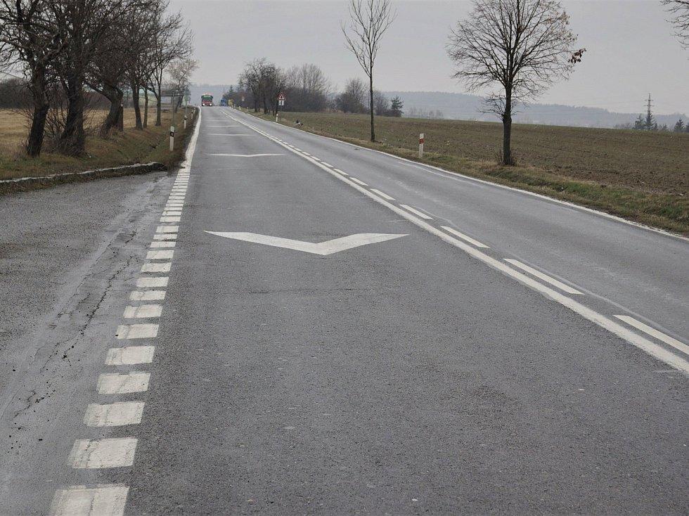 Místo chystaných oprav povrchu a odvodnění komunikace I/18 v úseku Skalka - Drásov.