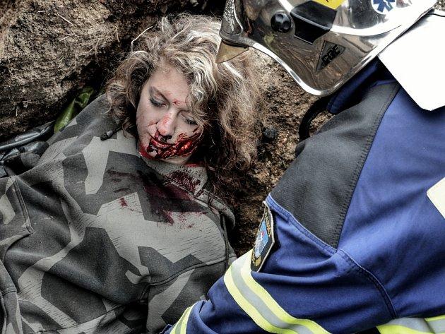 Extrémně náročné cvičení v Příbrami: Psovodi zachraňovali osoby zavalené ve štolách.