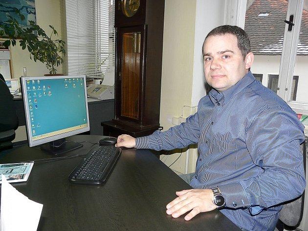 OBAVY z toho, že monstra budou denně zdrojem hluku, infrazvuku a budou mít nepříznivý vliv na životní prostředí a turistiku má i Martin Krameš, starosta Kosovy Hory. Je přesvědčen, že by šlo o nežádoucí dominantu kraje.
