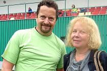 SPISOVATEL Michal Viewegh prý na autorské čtení do Sedlčan přijede, pokud ho ředitelka Blanka Tauberová (na snímku) pozve.