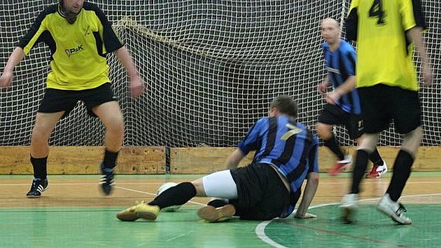 Divize futsalu: HFK Příbram - MCE Slaný (7:12).