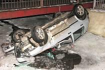 V Příbramském potoce ukončil svoji neopatrnou jízdu řidič, který z místa nehody utekl.