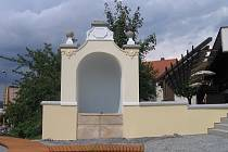 Na tomto místě stála původně socha Holčička s žábou.