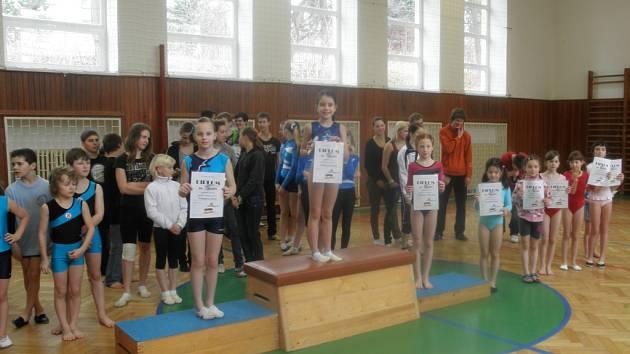 V tělocvičně ZŠ 28. října se konalo okresní kolo základních škol ve sportovní gymnastice.