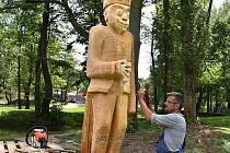 Vznikající socha v areálu Nového Rybníka v Příbrami.