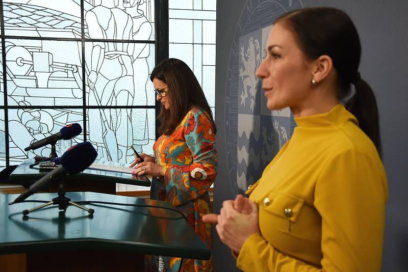 Hejtmanka Středočeského kraje Jaroslava Pokorná Jermanová (ANO) vystoupila v pondělí 20. května 2019 na tiskové konferenci k situaci ve vedení Památníku Karla Čapka ve Strži u Staré Huti u Dobříše.