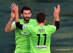 RADOST. Hráči Mostu se na závěr sezony mohli radovat z vysokého vítězství nad Příbramí.