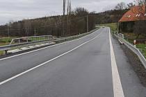 Jinecká silnice u Trhových Dušníků, úsek po rekonstrukci.