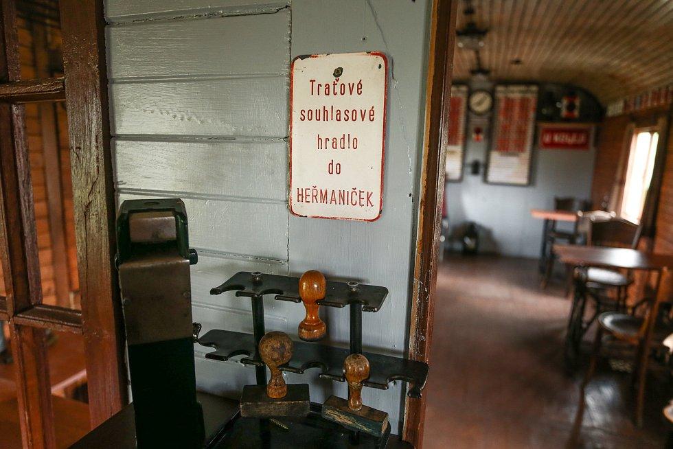 Železniční muzeum buduje v Tochovicích Daniel Suk.