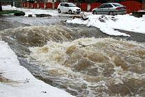 Rozvodněná řeka Litavka.
