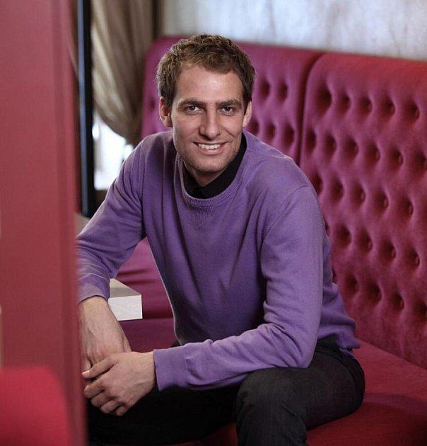 Jakub Ševr je manažerem hotelu a cafe baru v Praze