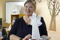 Dražba andělů v sedlčanské knihovně na podporu dětského oddělení.