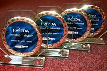 Trofeje pro vítěze ankety Hvězda okresních trávníků 2012.