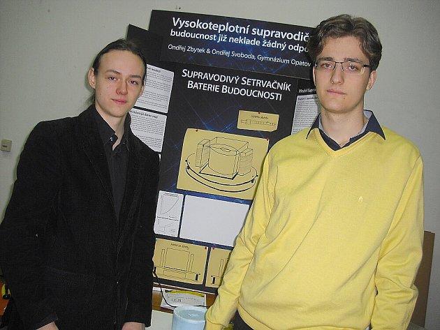 Ondřej Svoboda a Ondřej Zbytek. Vědecká soutěž v Q - klubu v Příbrami.