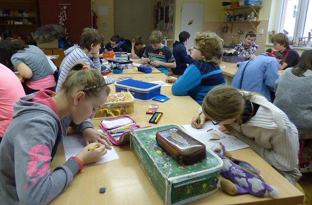 Škola v Sedlčanech využívá finance, které jí umožňil získat projekt Šablony do škol, téměř stoprocentně.