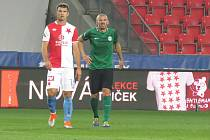 Lídři. Pilíř zadních řad Slavie Praha Ondřej Kúdela (vlevo), vedle kterého stojí tahoun Příbrami Jan Rezek (vpravo).