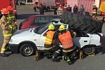 Vyprošťovací tým dobříšských dobrovolných hasičů na soutěži.