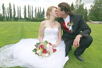 Lenka Kubová a Jiří Skotnica si navlékli snubní prstýnky v sobotu 13. července 2013 půl hodiny před polednem v obřadní síni  Městského úřadu v Rožmitále pod Třemšínem.