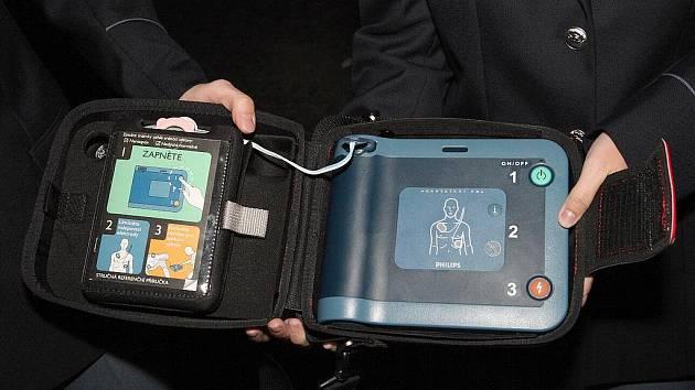 Automatizovaný defibrilátor.