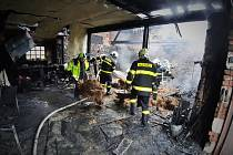 Milion korun spolykaly plameny vzešlé ze žhavého popela.