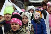 Děti zpívaly a tancovaly v masopustním reji.