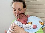 LUKÁŠEK ČERNÝ se narodil ve středu 6. září o váze 3,79 kg mamince Heleně a tatínkovi Pavlovi z Příbrami. Do rošťáren brášku zasvětí Dominik.