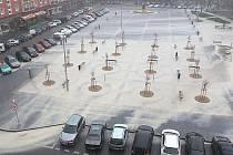 Prudký déšť splavil písek z náměstí 17. listopadu v Příbrami.