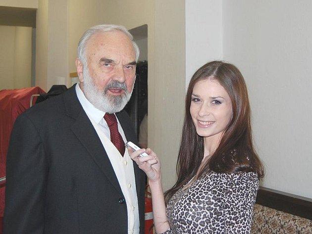 Zdeněk Svěrák při rozhovoru s Karolinou Tesařová.