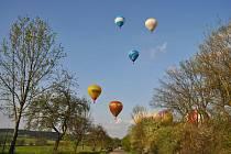 Balóny vzlétají.