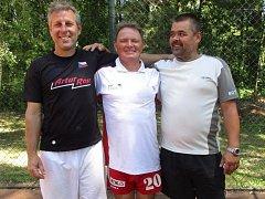 Vítězná trojice z pátého turnaje nohejbalového Satelitu seniorů - Artur Ross Příbram (zleva): Petr Hipča, Miloslav Malý, Jaroslav Khun.