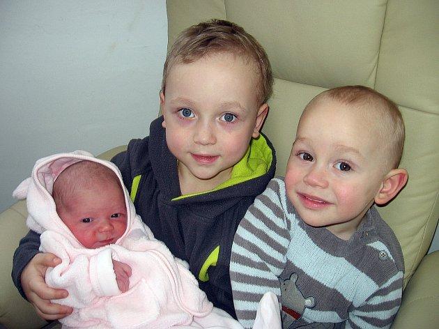 Sofie Poskierová se mamince Michaele a tatínkovi Patrikovi z Příbrami narodila v neděli 9. února, vážila 3,47 kg a měřila 53 cm. Chránit sestřičku budou bráškové – čtyřletý Filípek a dvouletý Daneček.