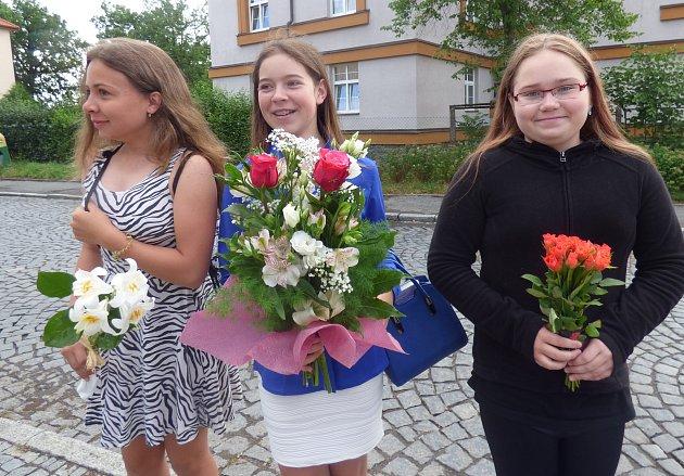 STUDENTKY (zprava) Kristýna, Ivana a Marie se těšily na výborné vysvědčení.